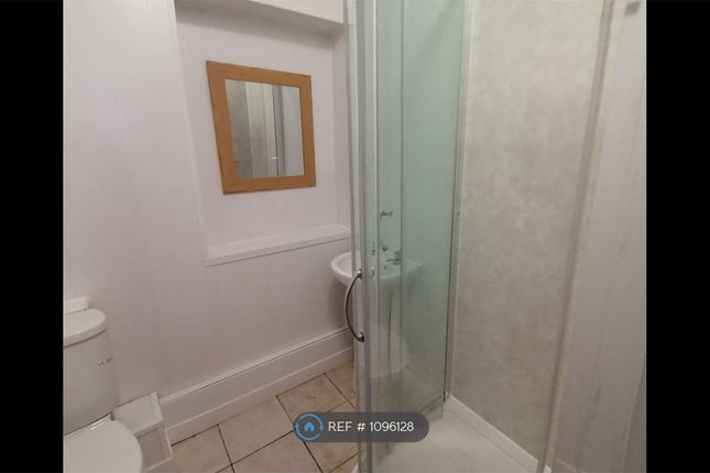 2 bed flat to rent in Gladstone Rd, Gloucester GL1