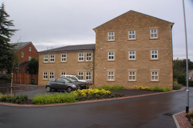 2 bed flat to rent in Wellfield Mews, Staincliffe, Dewsbury, West Yorkshire WF13