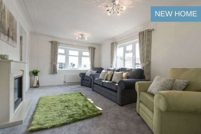 Thumbnail Mobile/park home for sale in Neilston, Glasgow