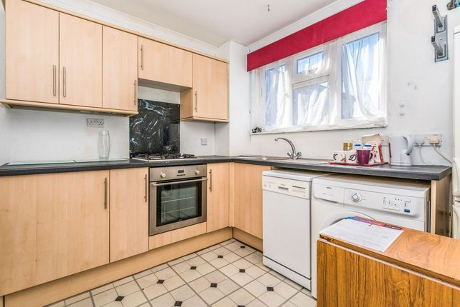 2 bed property to rent in St. Marys Road, Portsmouth PO1