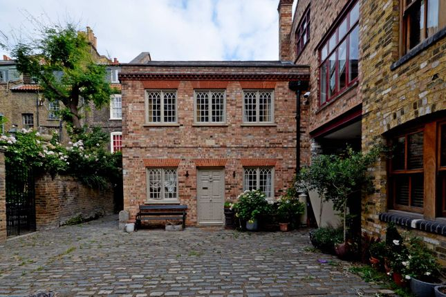 Thumbnail Property to rent in Fournier Street, Shoreditch