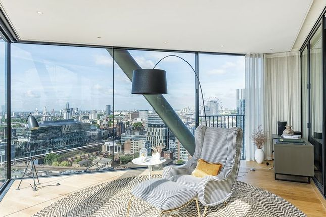 Thumbnail Flat to rent in Holland Street, London