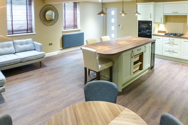2 bed flat for sale in Bank Road, Matlock