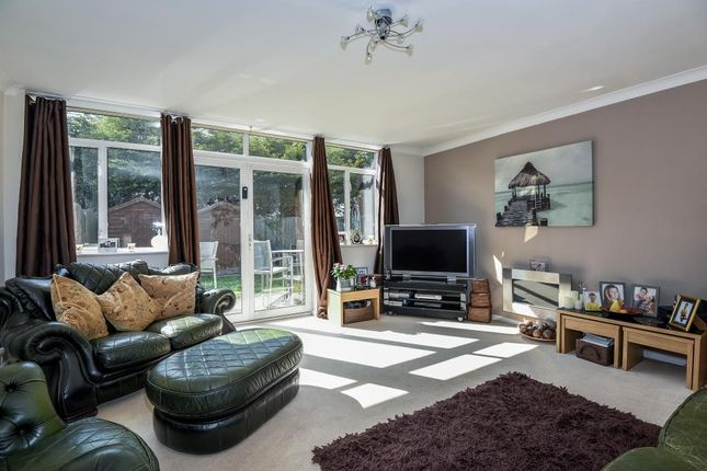 Thumbnail Town house for sale in Gleneagles Close, Staines-Upon-Thames