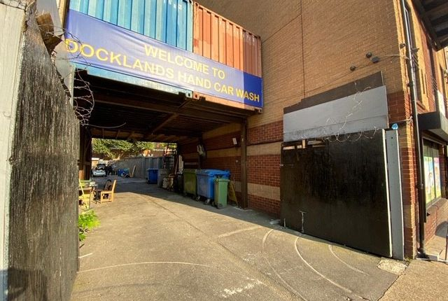 Light industrial to let in Lion Court, 435 The Highway, London
