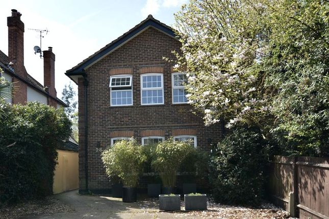 Thumbnail Flat for sale in Hurst Road, East Molesey