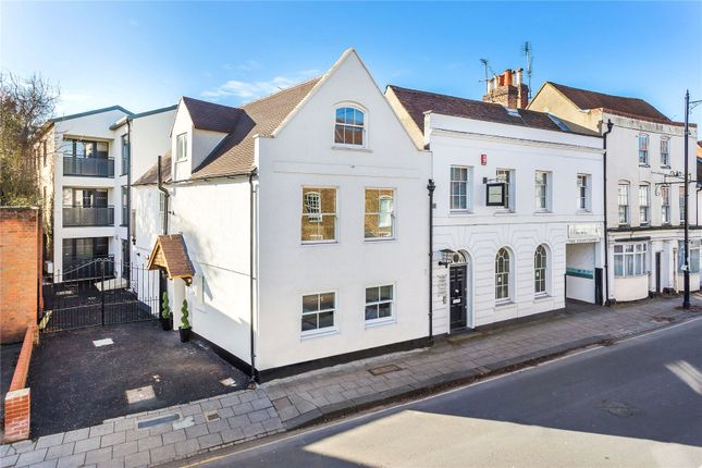 Thumbnail Flat for sale in 32 London Street, Chertsey, Surrey