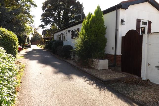 Thumbnail Mobile/park home for sale in Stratton Park Drive, Biggleswade, Bedfordshire