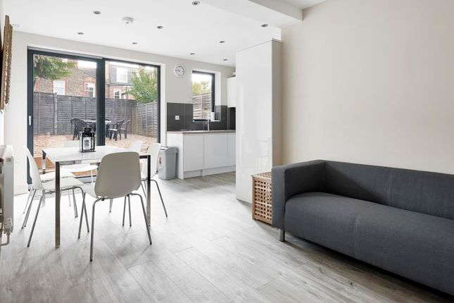 Thumbnail Flat to rent in Cavendish Road, Balham