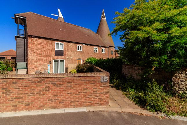 Thumbnail Flat for sale in Darcy Court, East Malling, West Malling