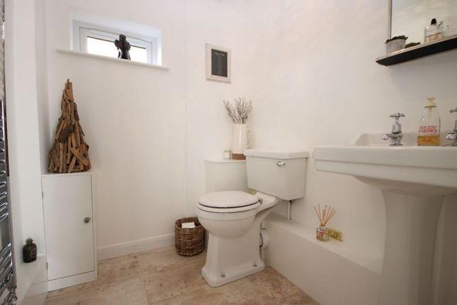 Cloakroom of Freeborn Close, Kidlington OX5