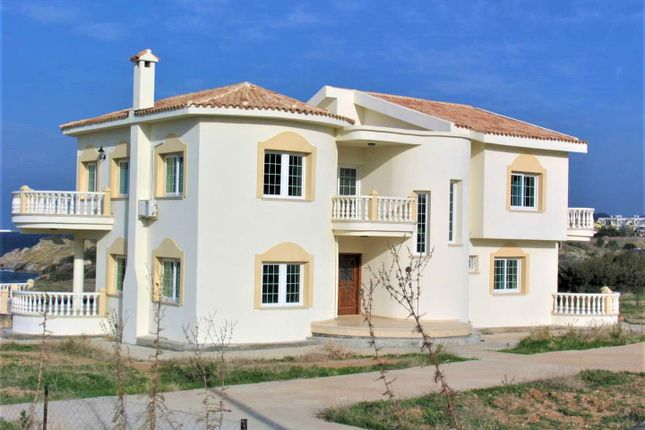 Thumbnail Villa for sale in Bahceli, East Of Kyrenia