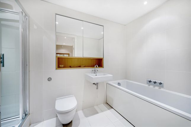 Bathroom of Hepworth Court, Grosvenor Waterside, 30 Gatliff Road, Chelsea, London SW1W