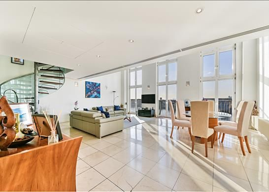 Thumbnail Flat for sale in Vanguard Building, 18 Westferry Road, London