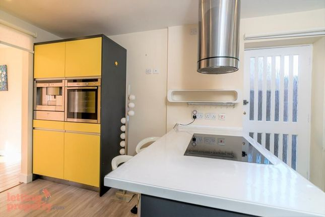 Thumbnail Detached house to rent in Walker Road, Maidenhead