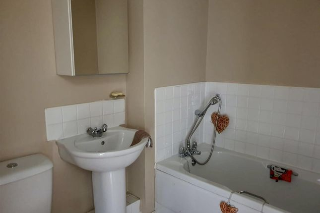 Family Bathroom of Glamis Close, Sutton-In-Ashfield NG17