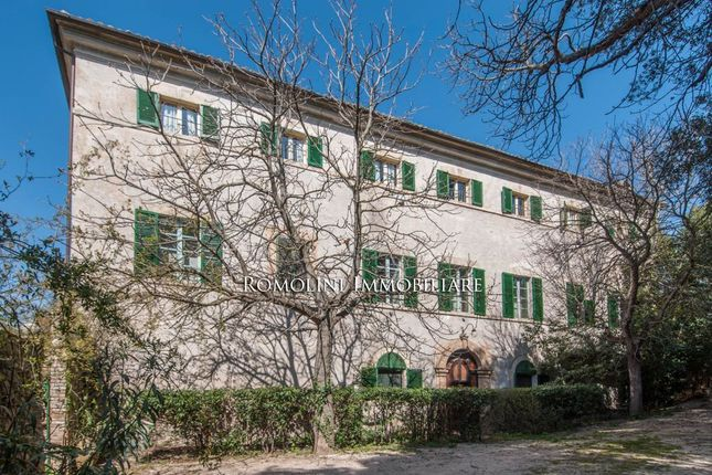 10 bed villa for sale in Trevi, Umbria, Italy