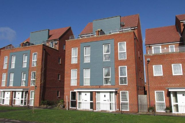 Thumbnail Semi-detached house to rent in Ambassador Walk, Eastleigh