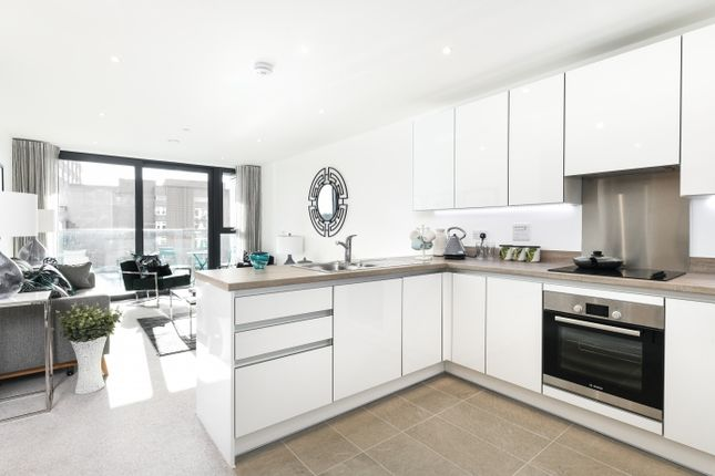 Thumbnail 2 bedroom flat for sale in Sutton, London