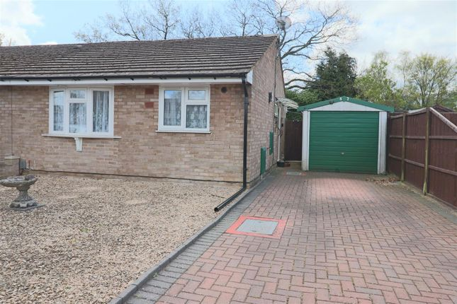 2 bed semi-detached bungalow for sale in Chiltern Avenue, Farnborough GU14