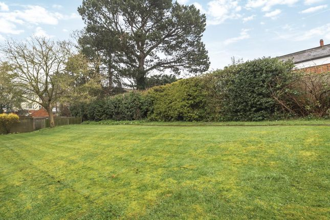 Communal Grounds of Armadale Court, Westcote Road, Reading RG30