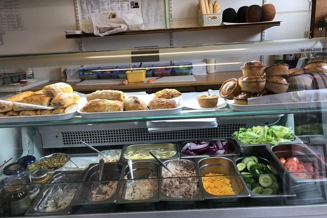 Thumbnail Restaurant/cafe for sale in Cafe & Sandwich Bars WF1, Outwood, West Yorkshire