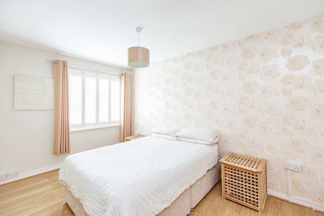 Bedroom of Bazes Shaw, New Ash Green, Longfield DA3