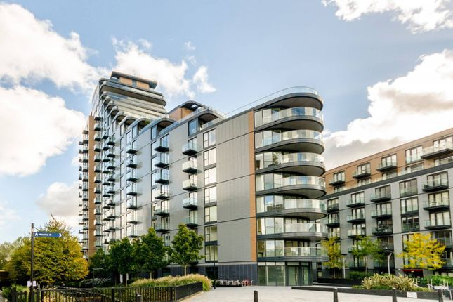 2 bed flat to rent in Park Vista Tower, Cobblestone Square, Wapping, London