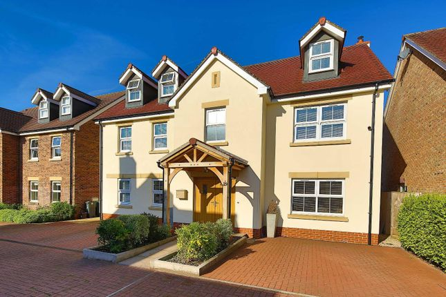 Thumbnail Detached house for sale in Usk Road, Llanishen, Cardiff
