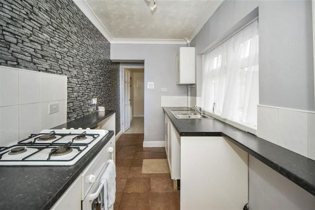 Thumbnail Terraced house to rent in Alexandra Road, Scunthorpe