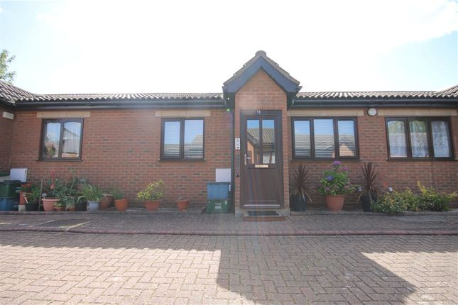 Thumbnail Bungalow for sale in Bletchingley Close, Thornton Heath