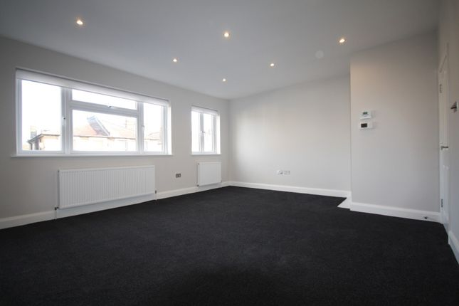 Thumbnail Flat to rent in New Broadway, Hampton, Middlesex