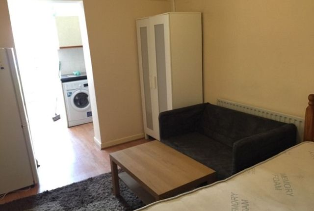Thumbnail Studio to rent in Denbigh Drive, Hayes