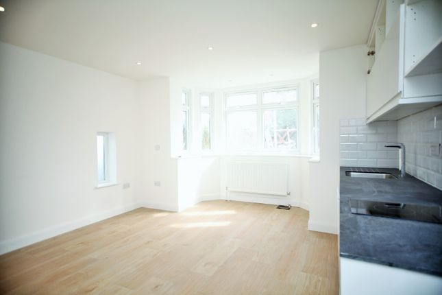 Flat to rent in Watford Way, London