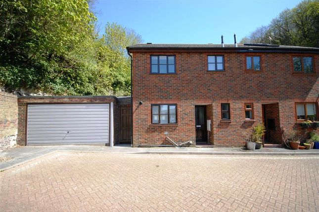 Thumbnail Property to rent in Wheatsheaf Gardens, Lewes