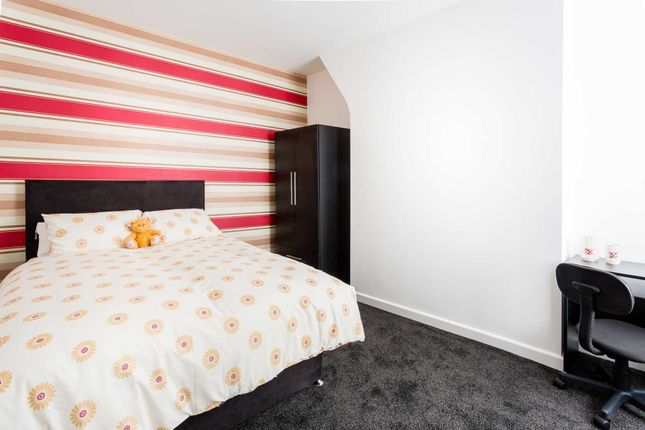 Thumbnail Shared accommodation to rent in Sheil Road, Kensington