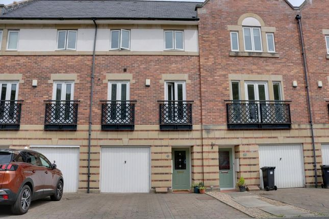 Thumbnail Town house for sale in Threadfold Way, Bromley Cross, Bolton