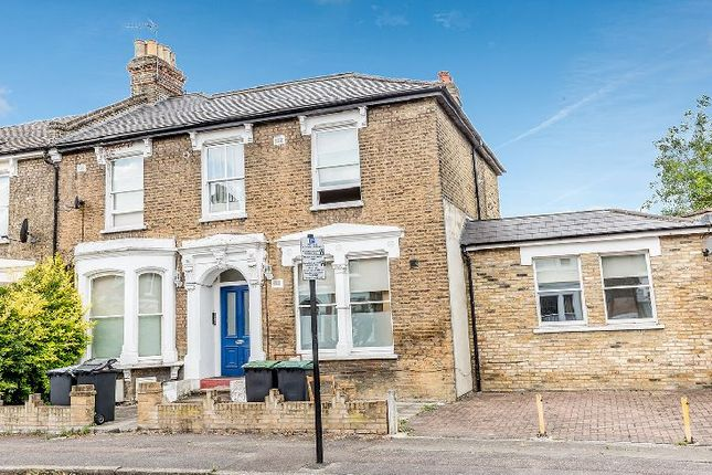 3 bed flat to rent in Beatrice Road, London