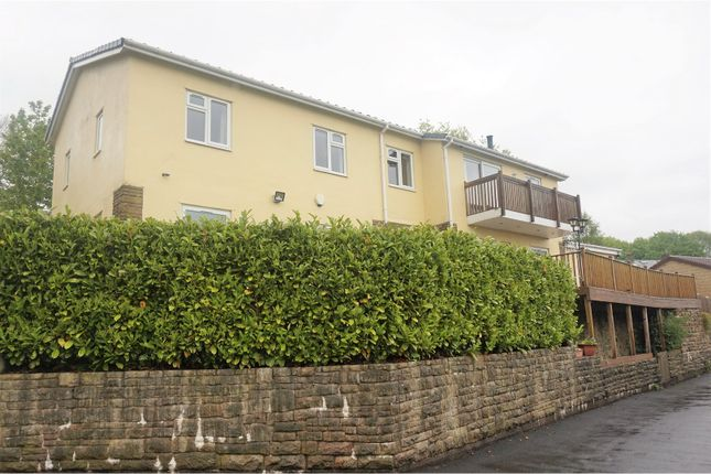 Thumbnail Detached house for sale in Gorsey Intakes, Broadbottom