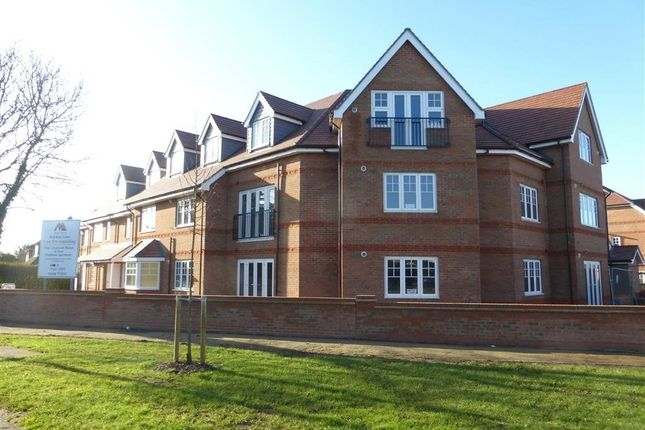Thumbnail Flat to rent in Larchfield Road, Maidenhead