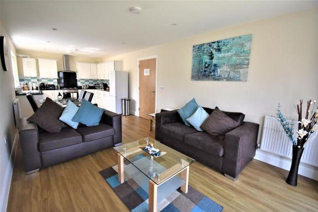 Thumbnail Flat to rent in Poole Lane, Seki