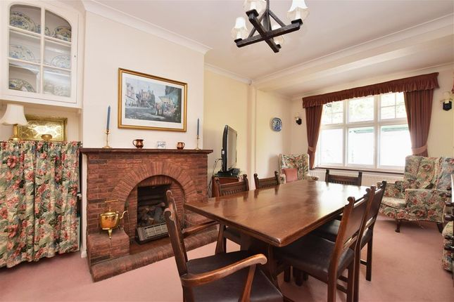 3 Bed Property For In Reigate Hill Surrey Rh2