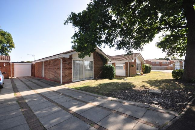 2 bed bungalow to rent in Charlotte Grove, Smallfield, Horley RH6