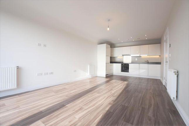Thumbnail Flat to rent in Bentinck Road, Yiewsley, West Drayton