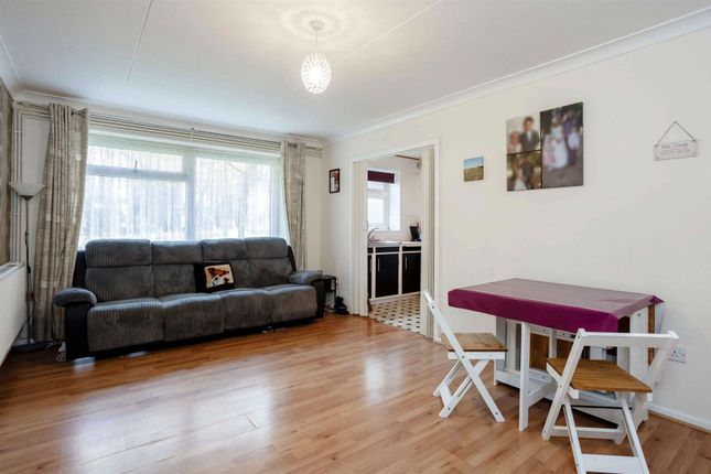 Thumbnail Flat for sale in Canterbury Way, Great Warley, Brentwood