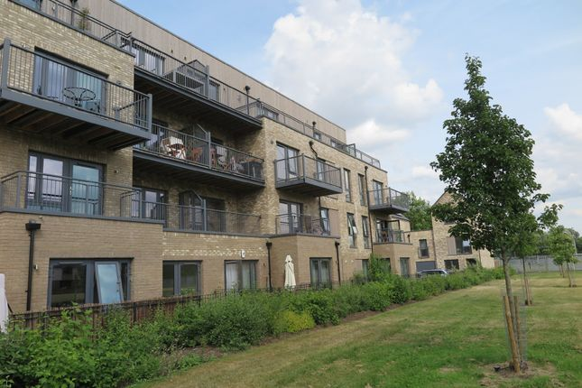 Thumbnail Flat to rent in Fisher Close, London