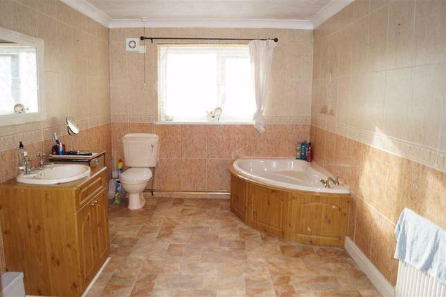 Family Bathroom of Mount Pleasant Terrace, Mountain Ash CF45