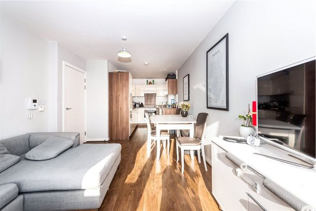 Thumbnail Flat for sale in Royal Court, 123 Connersville Way, Croydon