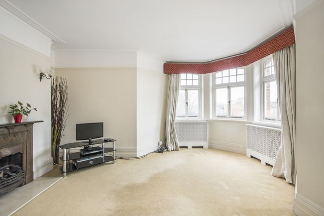 Thumbnail Flat to rent in Hurlingham Road, London
