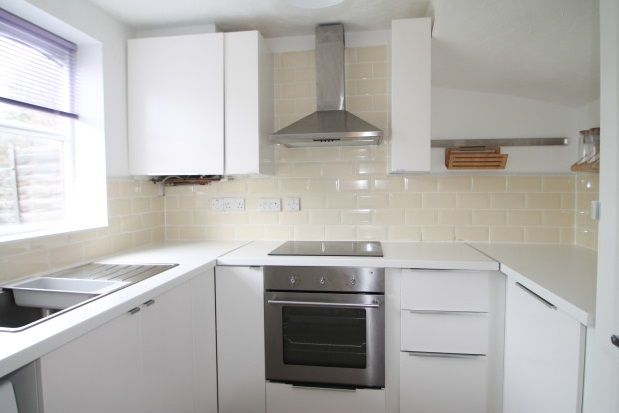 Thumbnail Property to rent in Harlinger Street, London